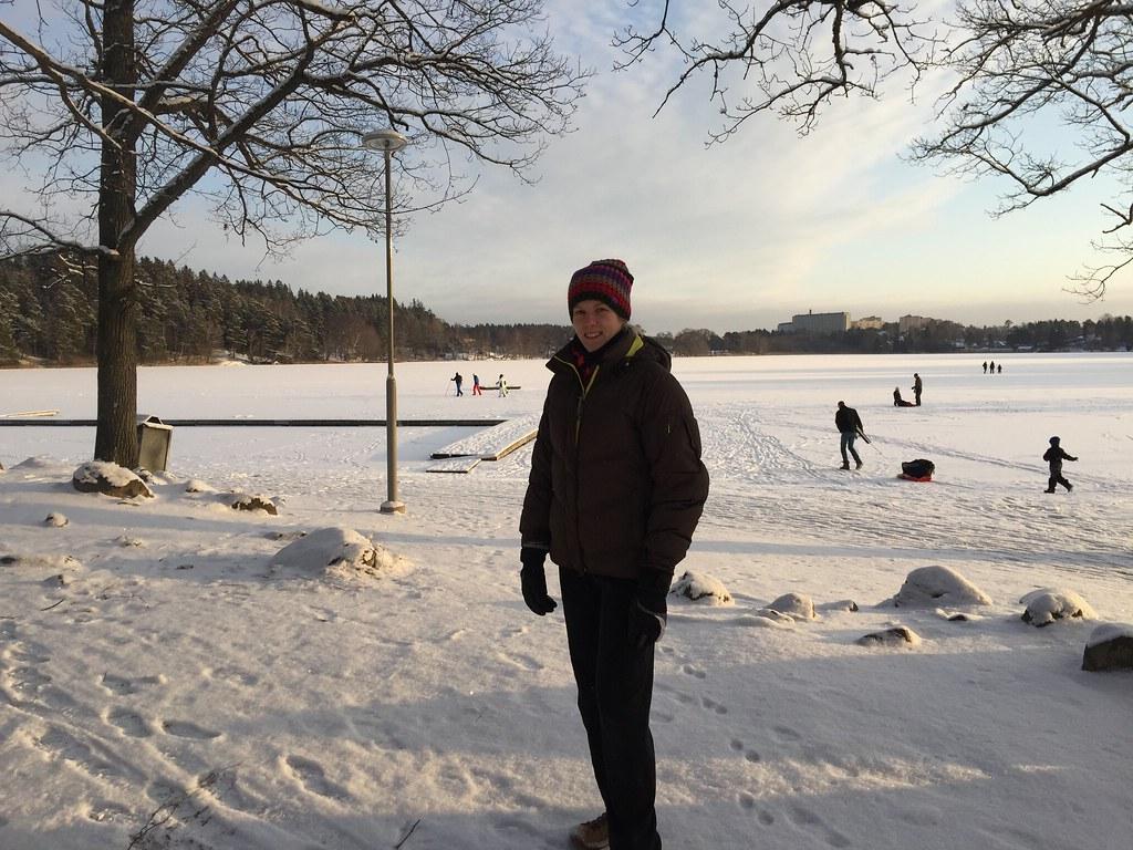 Ett kyligt stockholm, promenad runt rönningesjön