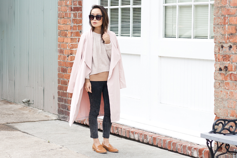 01-everlane-cashmere-sweater-pink-trench-loafers-sf-style-fashion