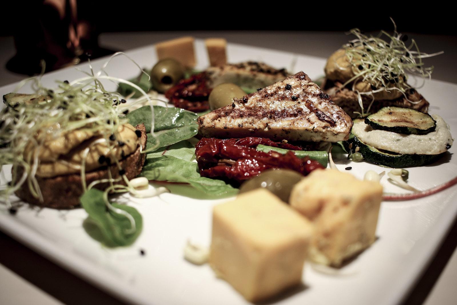 vegan restoran v, vegan snack platter