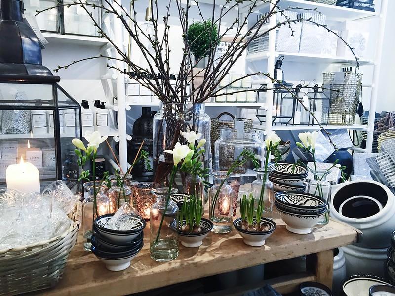 Untitled, Untitled, helsinki, interior design, interior design shop, sisustus, sisustuskauppa, sisustusliike, sisustusliike nougat, pääsiäinen, easter, vibes, fiilikset, koti, home, tyyny, pillow, lasit, luhkot, vaces, glass, kulhot, koristeet, risut, narsissit, kukat, flowers, lasit, lasikulhot, kynttilälyhdyt,