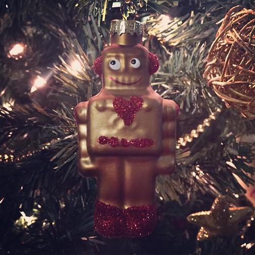 Il mio Robot di Natale è arrivato sull'albero! #massimosirelli #espana #italia #robot #adottaunrobot #xmas   www.adottaunrobot.com