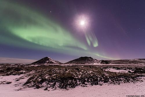 Aurore boréale lyrique au dessus de la péninsule de Reykjanes