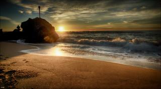 Imagen de Platja de la Morera. sol mar agua playa arena amanecer cielo nubes olas fotógrafo roca reflejos brillos