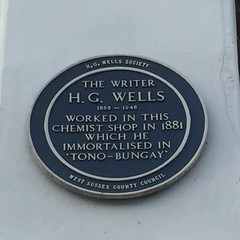 Photo of H. G. Wells blue plaque