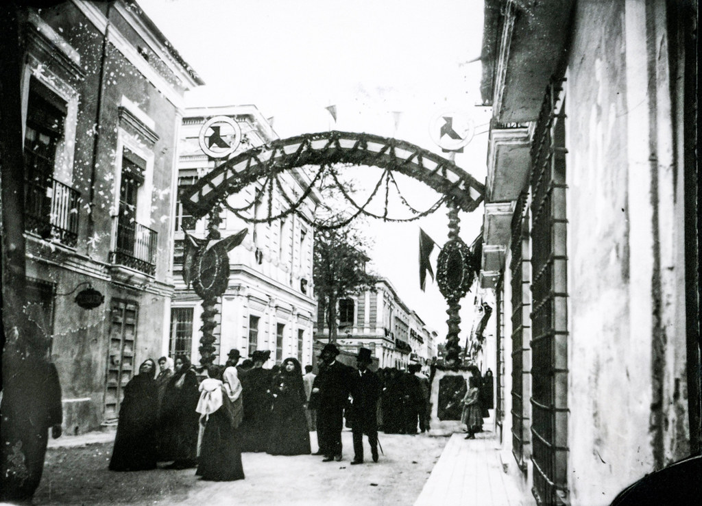 Arco de triunfo de La Pajarita, levantado en ocasión de la vista de Alfonso XIII 1905. Julián Collado