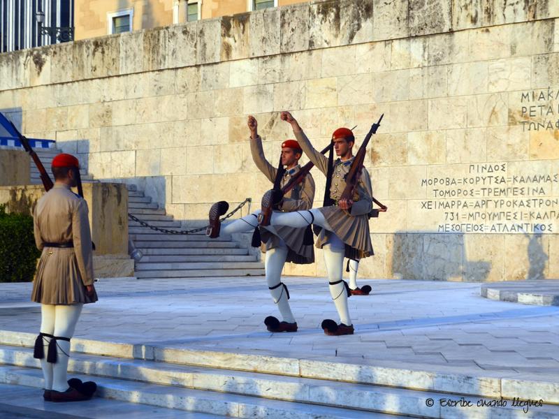 Resultado de imagen para soldados griegos con falda