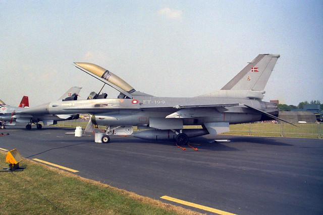 ET-199 F-16B