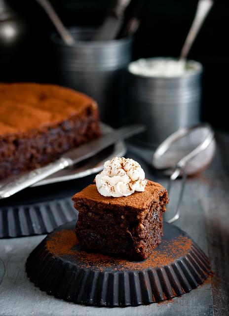 Schokoladenkuchen mit Backpflaumen und Frangelico