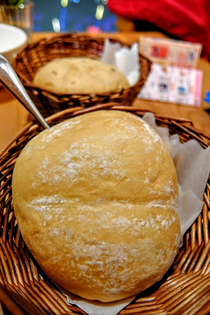 套餐內的麵包,這一塊是奶油麵包,很鬆軟