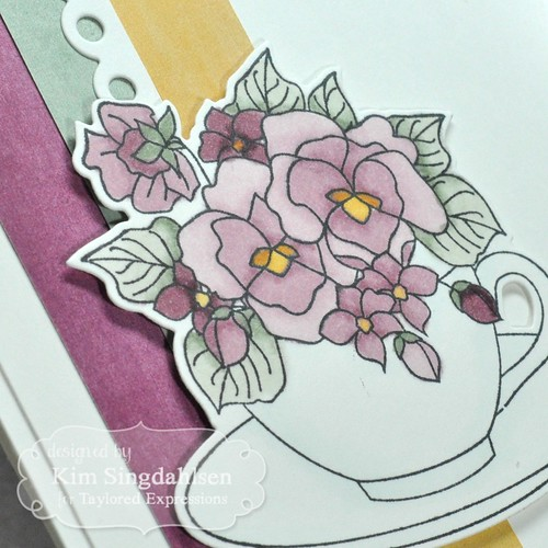 TE Teacup Bouquet CloseUp