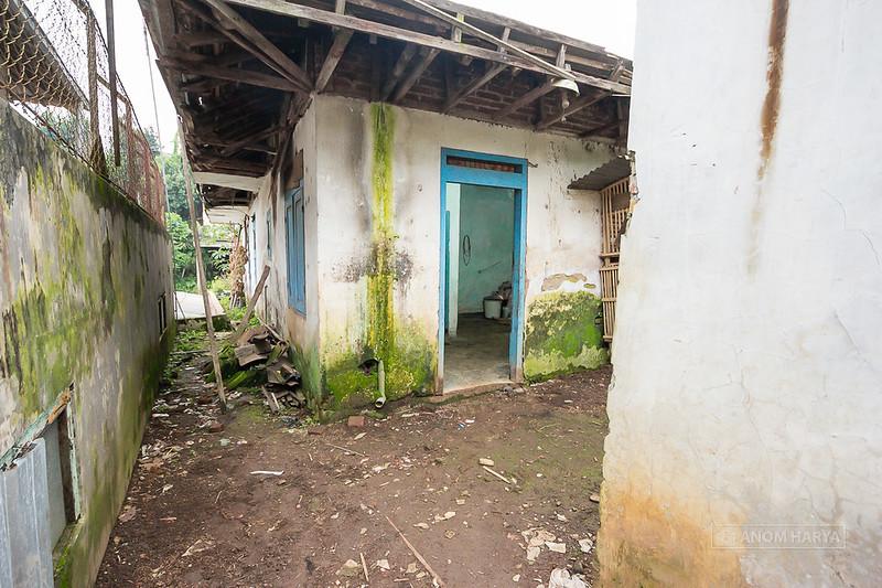 Pintu masuk menuju Rumah 1