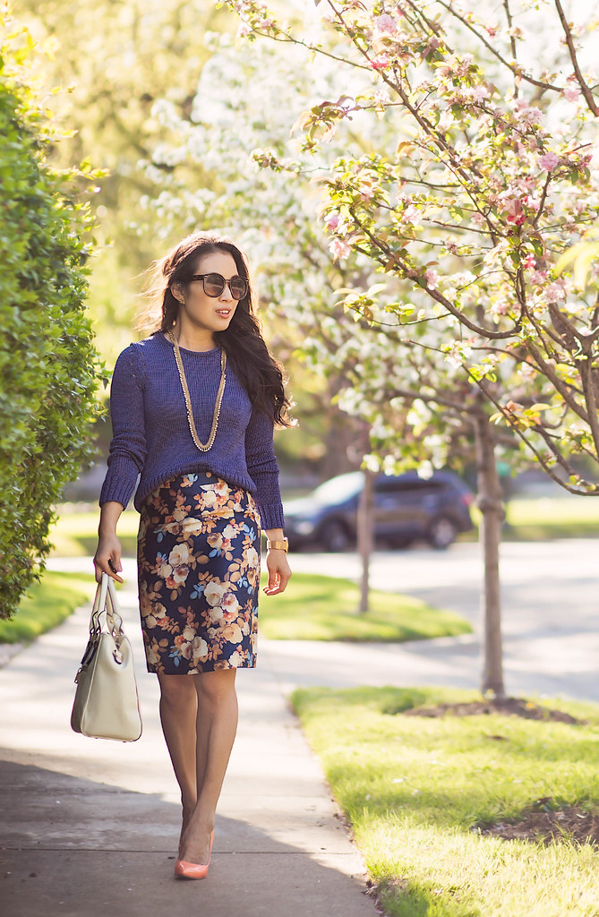 cute & little blog | petite fashion | banana republic metallic pullover blue sweater, navy floral pencil skirt, peach pumps, white bag, debutante necklace | spring work outfit