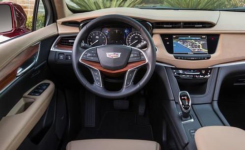 2017-Cadillac-XT5-18