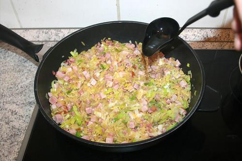 31 - Etwas Gemüsefond hinzufügen / Add some vegetable broth