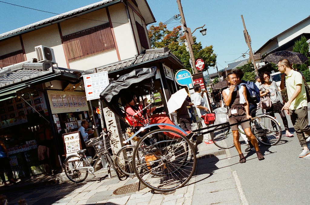 野宮神社 嵐山 Kyoto Japan / Kodak ColorPlus / Nikon FM2 2015/09/28 好像搭了快一個小時的公車到京都嵐山,公車有繞了一下路線,還好在啟程站上車,所以有座位坐。  看地圖上是寫要從野宮神社進入,在持續往後走就會到一大片的竹林,雖然走到野宮神社的路上就已經被竹林包圍了,但還是很期待很多人拍的竹林的場景會是如何!  Nikon FM2 Nikon AI AF Nikkor 35mm F/2D Kodak ColorPlus ISO200 0987-0027 Photo by Toomore
