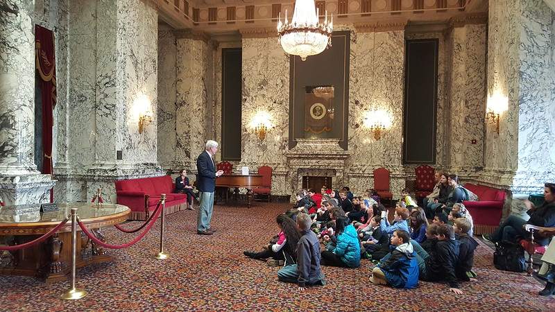 Rep. Mark Hargrove, R-Covington, speaking with 4th grade students from Grass Lake Elementary