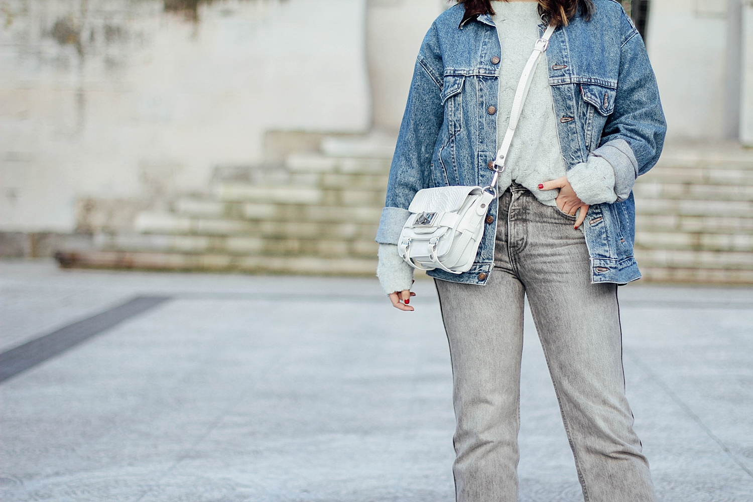 levi's denim jacket_mom jeans_gucci loafers_celine sunglasses_baby marta_streetstyle