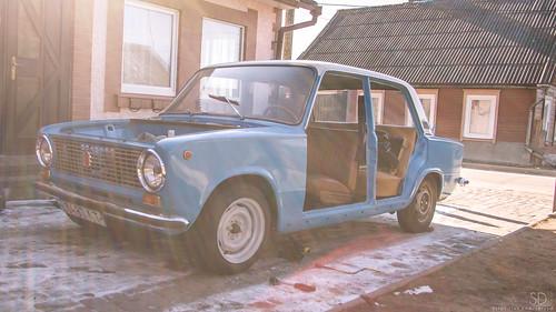 blue sky sun classic car canon eos sunny retro latvia soviet vehicle restoration 1985 85 lada vaz ussr latvija latgale 2101 40d krāslava kraslava