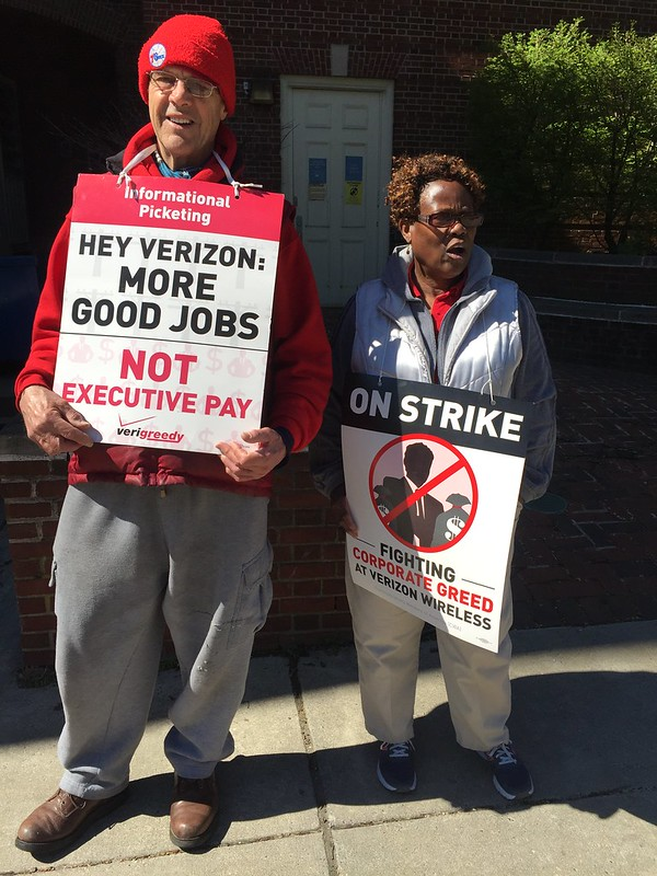 Verizon workers picket