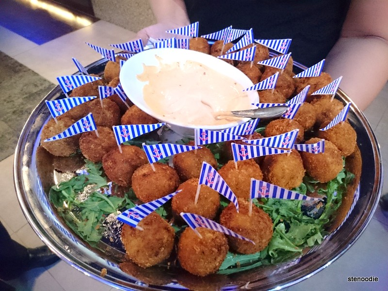 Platter of crab cakes with spicy mayo