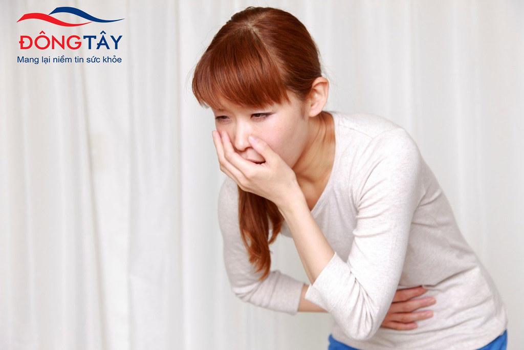 Nôn ói kèm sốt cao và đau bụng phía hạ sườn có thể là triệu chứng của sỏi ống mật chủ