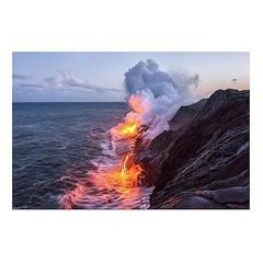 La llama contra la ola  :ocean::fire: en Hawaii