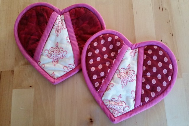 Heart-shaped potholders. Pattern from Martha Stewart.