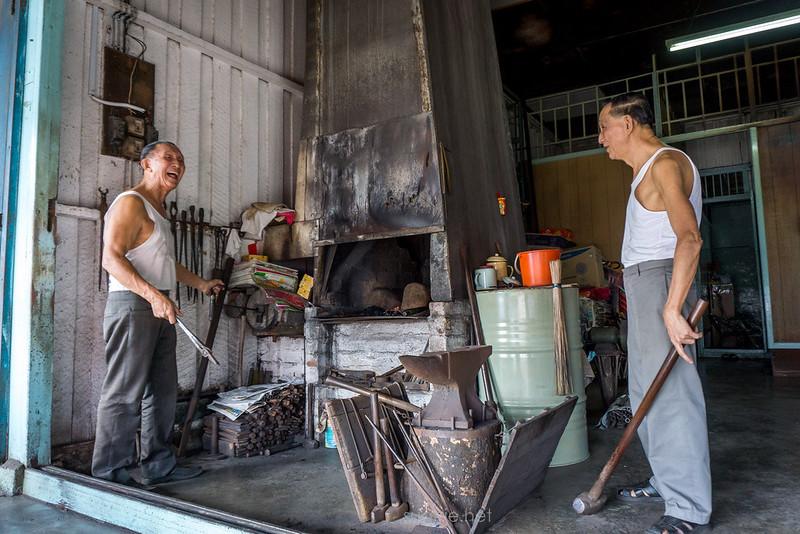 Blacksmith Sri Gading - light moment 02
