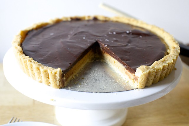 peanut butter chocolate tart, tagalongs-style