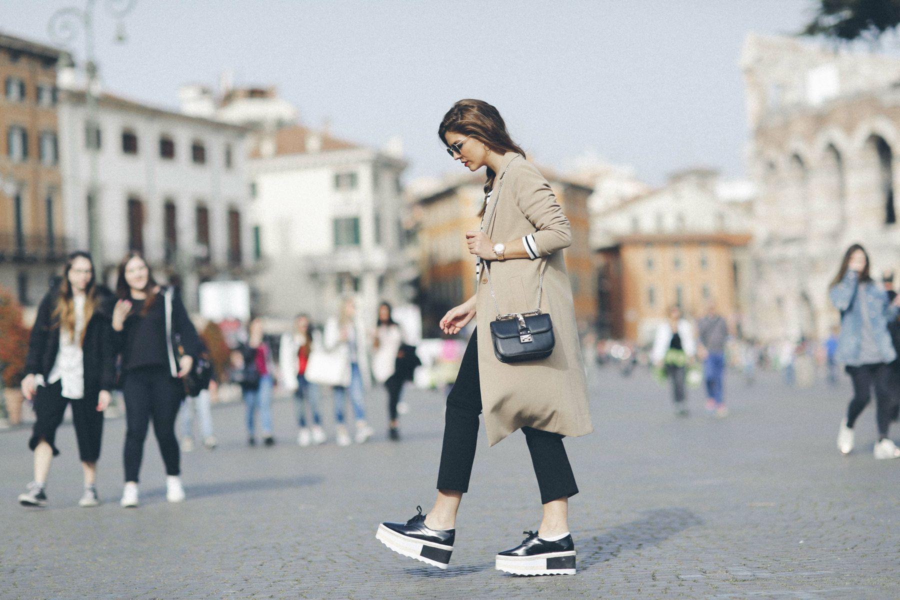 outfit look primavera spring rayas stripes zara mango valentino bolso bag blazer rayban verona street style trendy taste_11