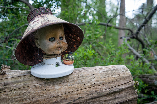 Doll's Head Trail (Lampshade Hat)