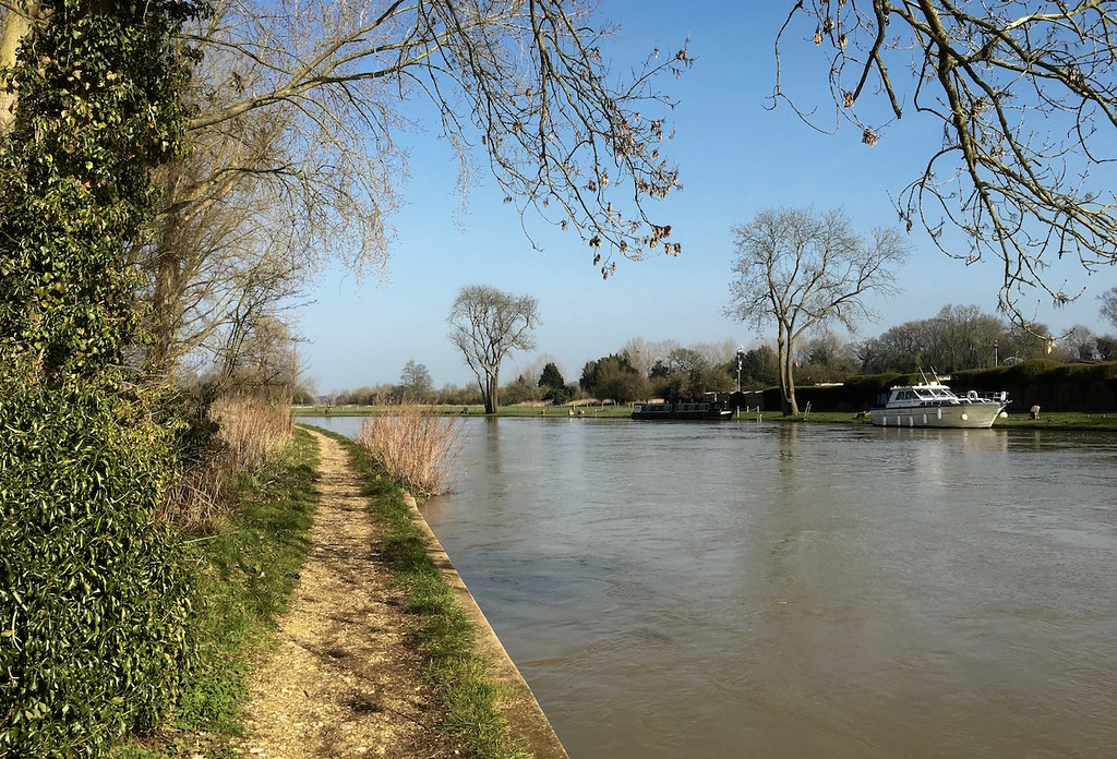 The Thames near Sonning Reading to Henley walk