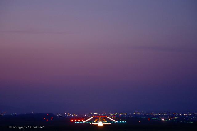 黄昏時の滑走路