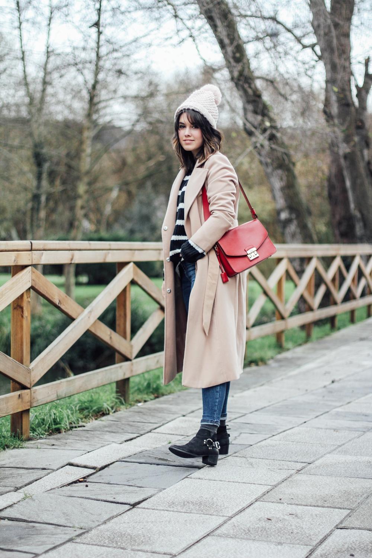 look con abrigo beige largo y botines la redoute myblueberrynightsblog