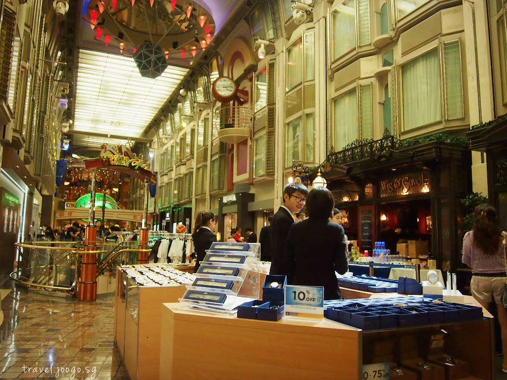 Shopping on Mariner of the Seas - travel.joogo.sg