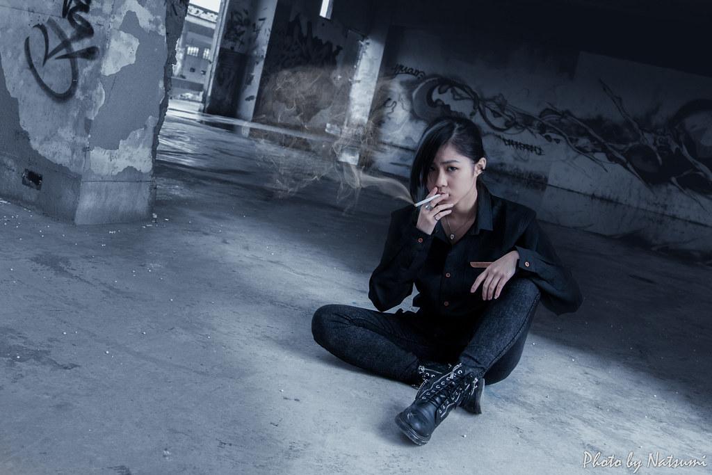 姐抽的不是菸,是寂寞