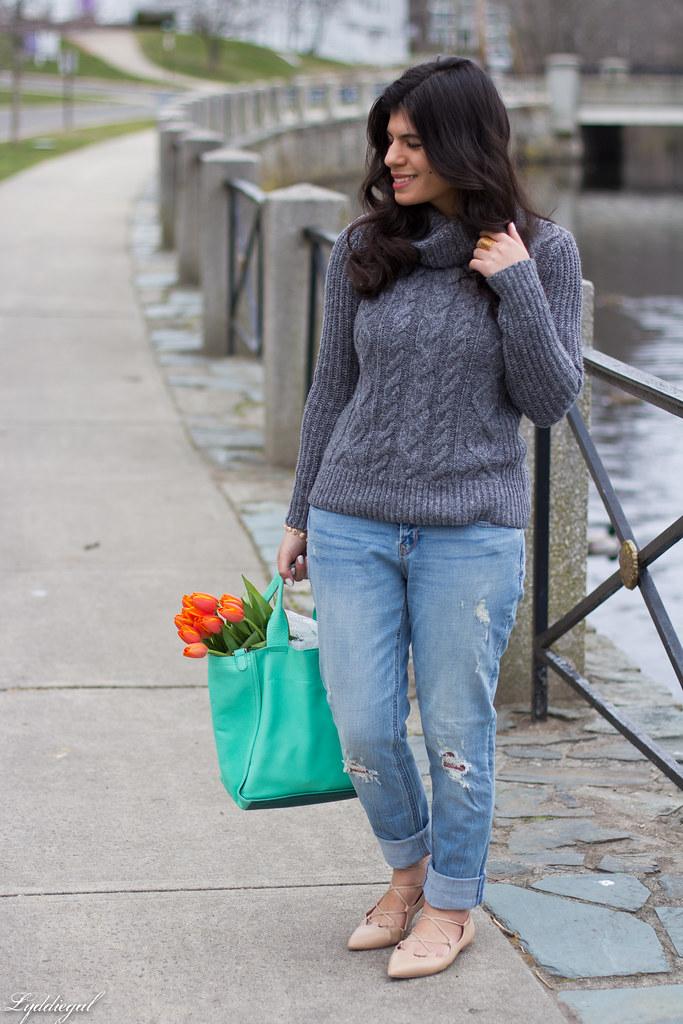 grey sweater, boyfriend jeans, laceup flats-1.jpg