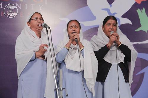 Garhwali devotional song by Maya Preeti and Saati from Kotdwar
