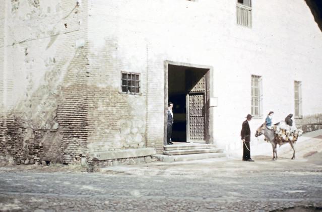 Sinagoga del Tránsito en Toledo entre octubre y noviembre de 1960. Fotografías de Joseph Jacobson y María del Carmen Rivero Hernández .