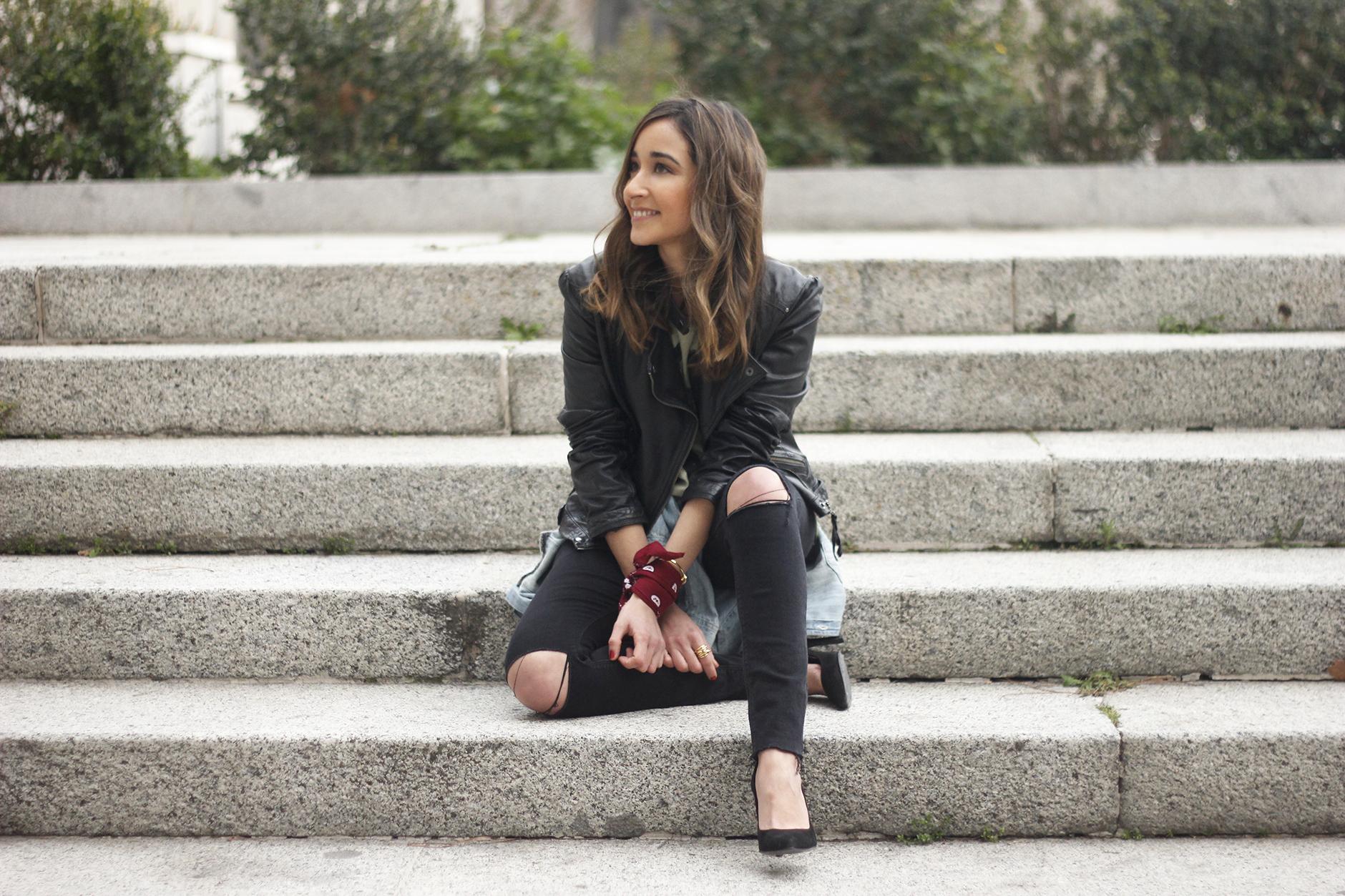 biker jacket black ripped jeans deartee tshirt heels outfit21