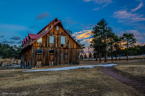 ranch sunset barn colorado beautifullight evergreen rockymountains evergreencolorado alderferthreesisterspark alderferranch