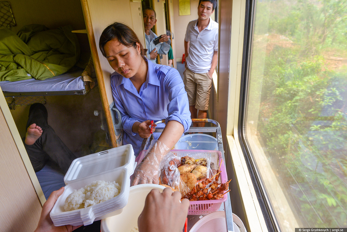 vietnam_reunification_express_train-57