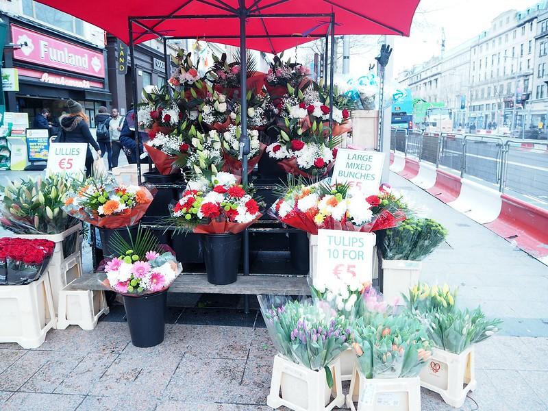 o'connellstreetP4150238, o'connell street,  main street, pääkatu, dublin, ireland, irlanti, travel, matkat, kukat, flowers, on street, view,