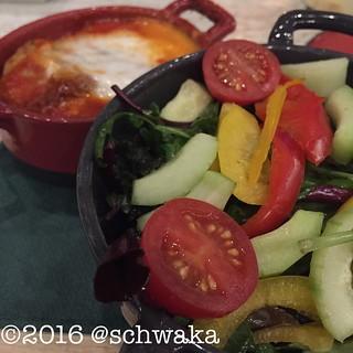 Lasagne und Salat.