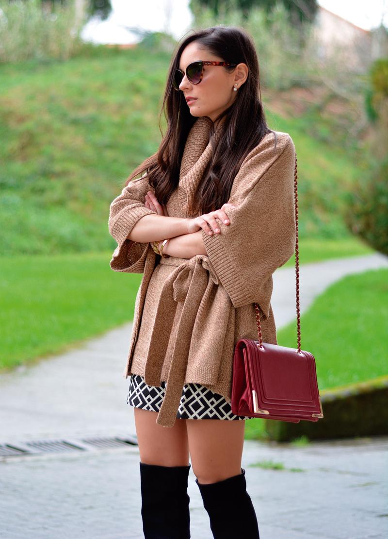 zara_hym_poncho_shorts_high_boots_camel_burdeos_10