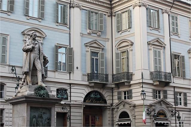 Cosa vedere a Torino: Piazza Carignano.