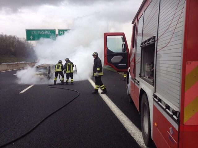 Incendio Autostrada, conducente salvo per miracolo