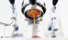 "Barangkali Nona sedang mencari ""naked portafilter"" untuk mesin espresso. Nona bisa mencoba Cafelat XT Naked Portafilter. . Yang saat ini tersedia untuk mesin: Rancilio Lever (Bosco/Idro/Londinium) E61 La Spaziale Bezzera La Marzocco. . Foto oleh @xin__  ."