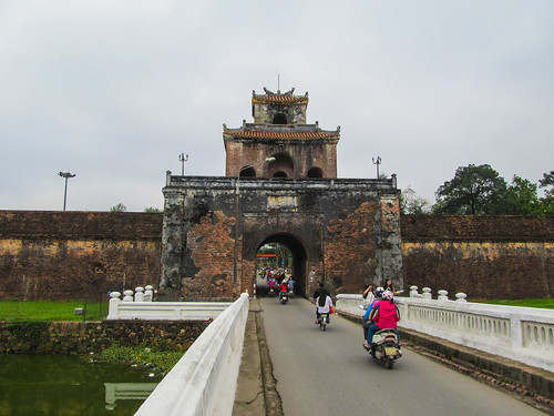 Hué: une des portes de la Citadelle