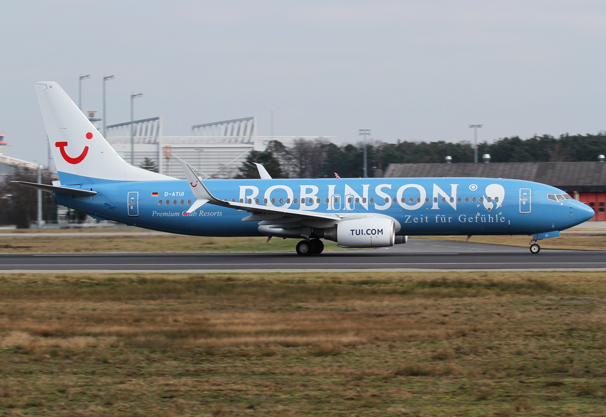 """X3 2806 to Funchal FNC speeding up on RWY18 for departure. Rather new """"Robinson Club"""" special liverey. Delivered 02/2011."""
